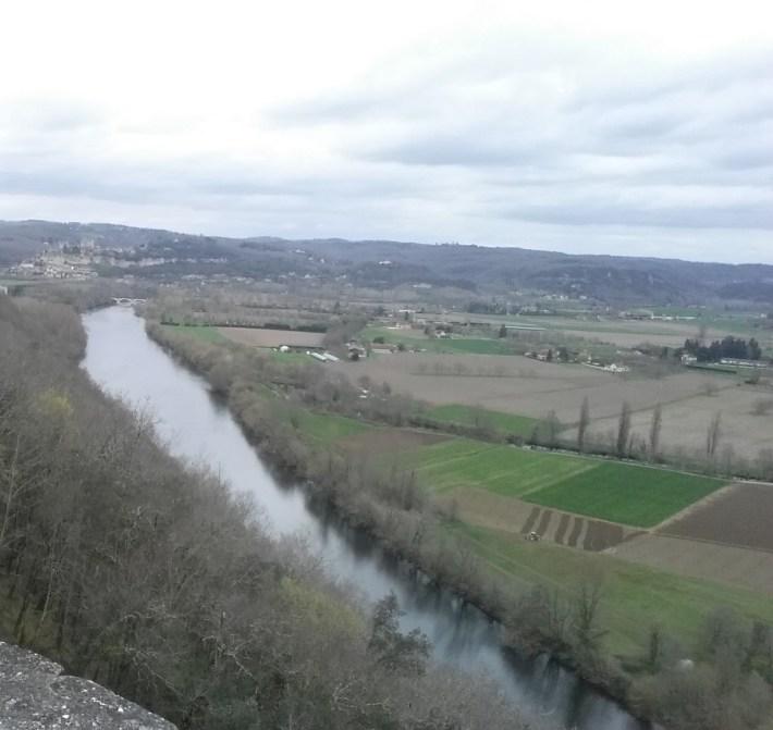 Vistas desde Castelnaud, río Dordoña y al fondo se divisa Beynac. (Francia)