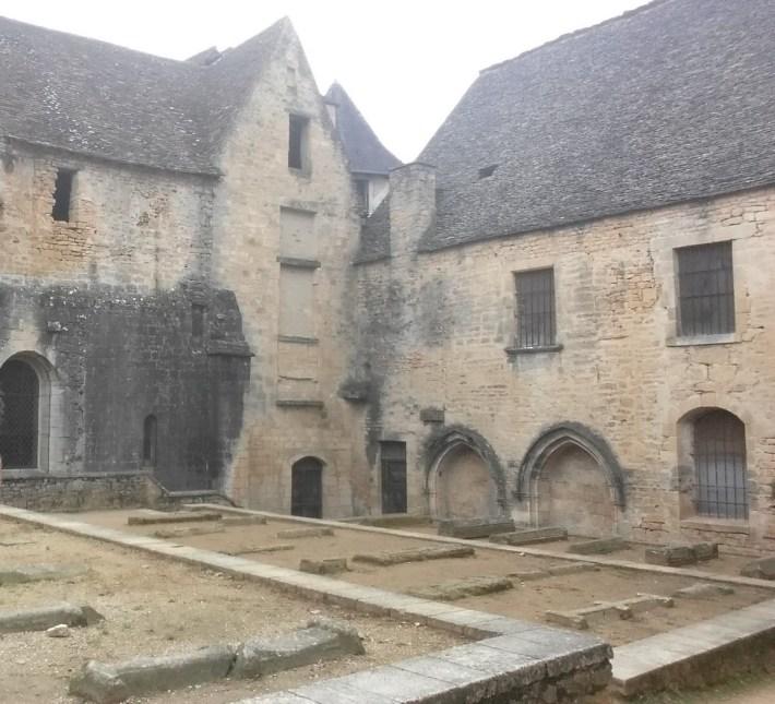 Tumbas medievales detrás de la catedral. Sarlat (Francia)