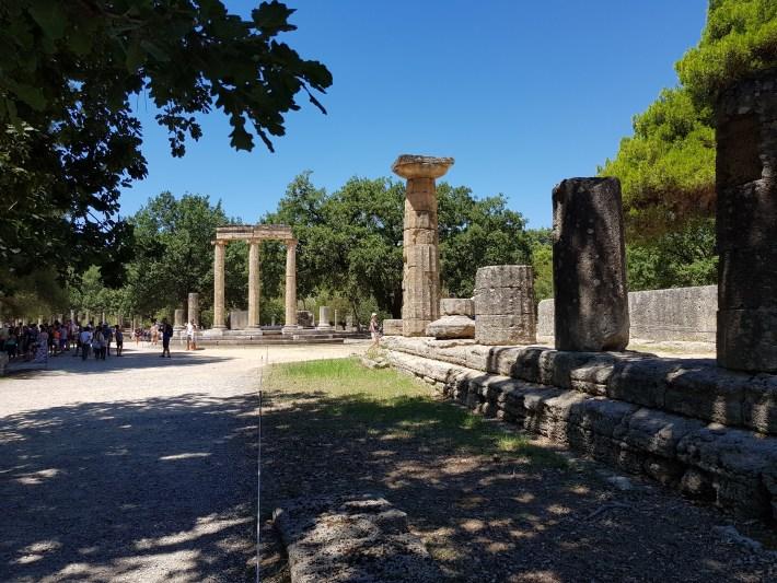 El Templo de Hera y al fondo el Philippeion. Olimpia (Grecia)