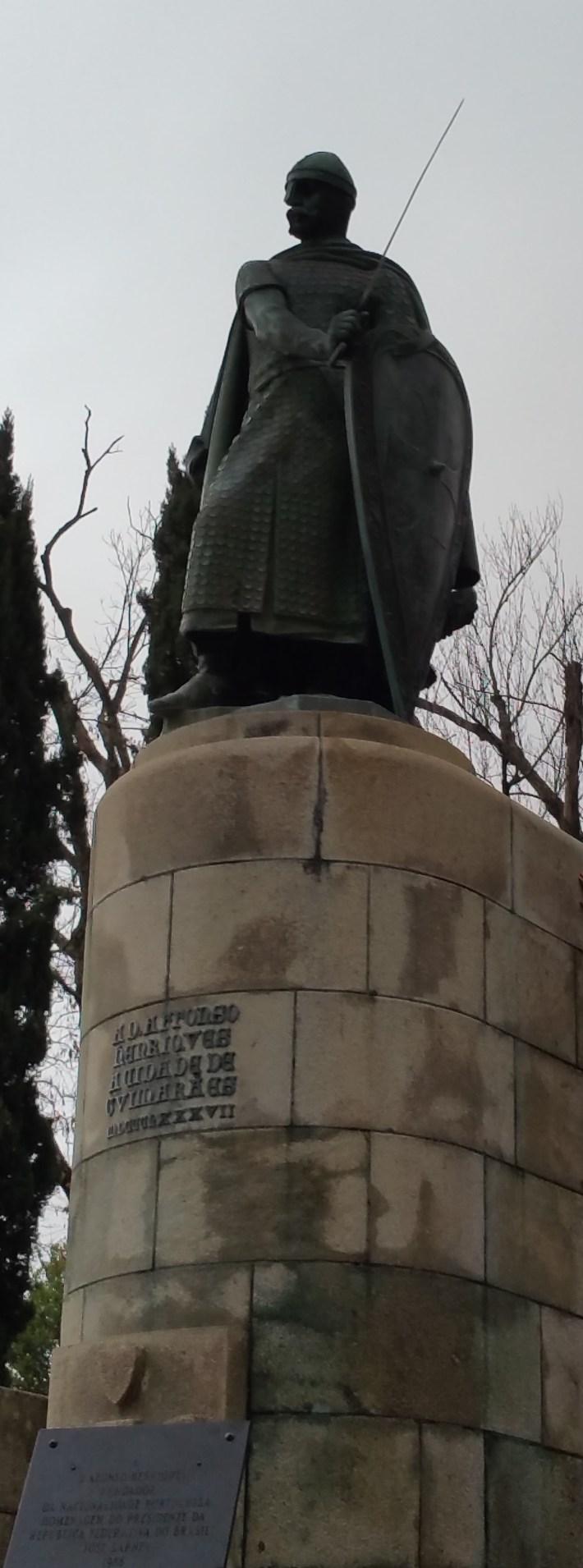 Estatua de Afonso Henriques, primer rey del país. Guimarães (Portugal)