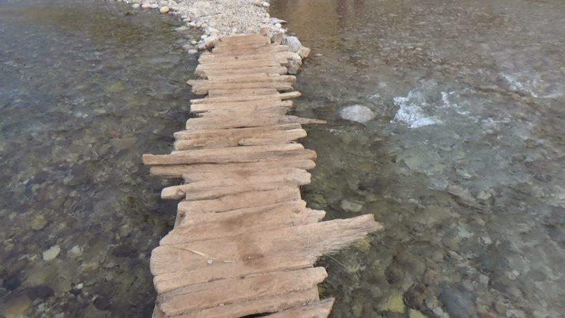 Atravesando el río Todra. Tizgui (Marruecos)
