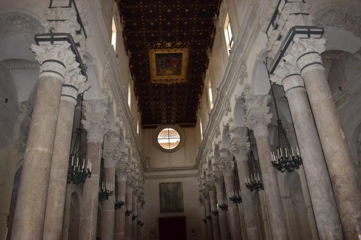 Interior de la Basílica de Santa Croce, Lecce, Puglia (Italia)