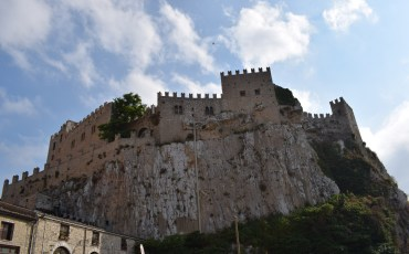 VIDEO: CACCAMO, SICILIA (ITALIA) CASTILLO NORMANDO