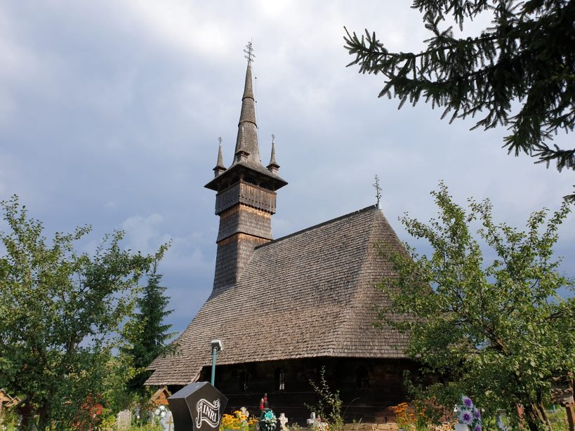 Iglesia de madera de Rogoz, Maramures (Rumanía)