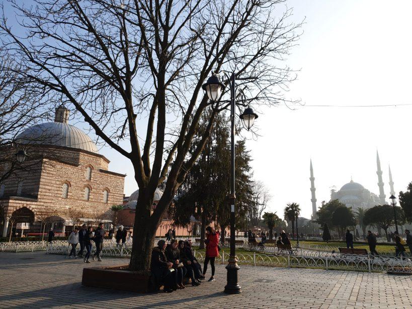 A la izquierda Ayasofia Hürrem Sultan Hamami y al fondo la preciosa Mezquita Azul, Estambul (Turquía)