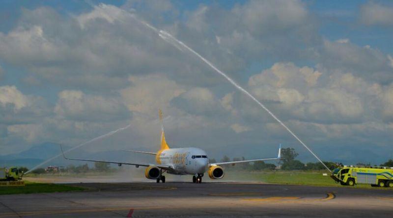 Cientos de familias volaron por primera vez en avión
