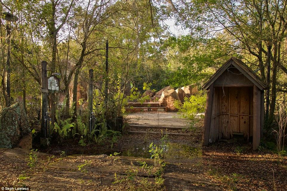 discovery-island-parque-abandonado-7
