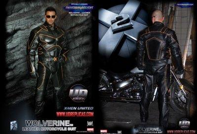 Te preocupabas por la falta de abdominales desarrollados? Este traje de moto los incorpora: Lobezno´s Revenge.