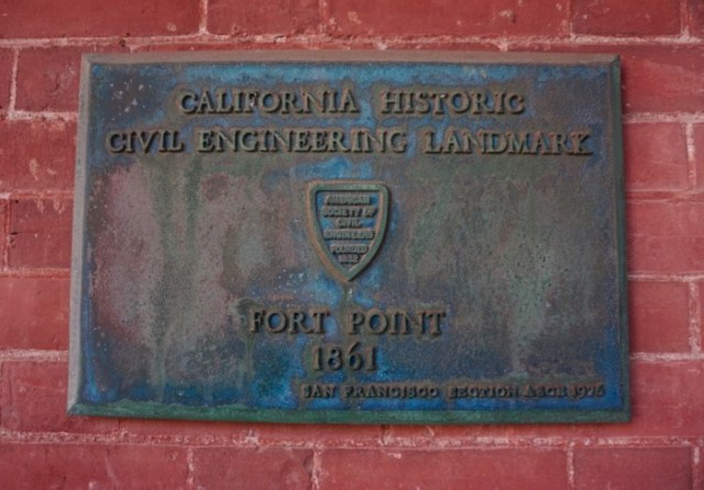 Placa no Fort Point