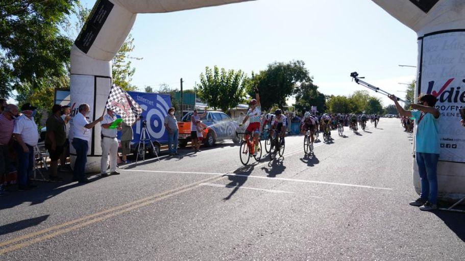 Nicolás Naranjo, el ganador de la sexta etapa de la 45° Vuelta de Mendoza. / LOS ANDES.