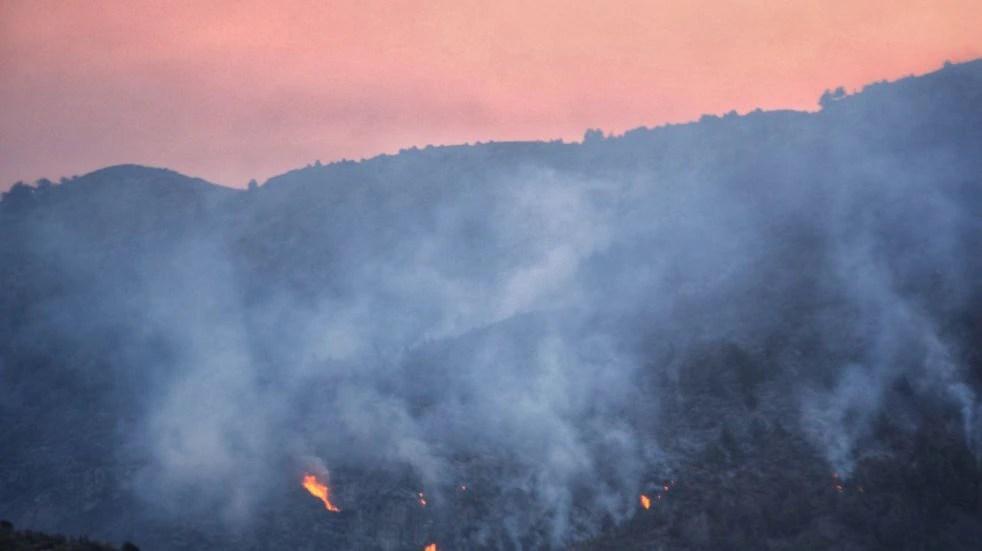 Impactantes imágenes del incendio en Río Negro: la mayor parte de las hectáreas quemadas son bosques nativos