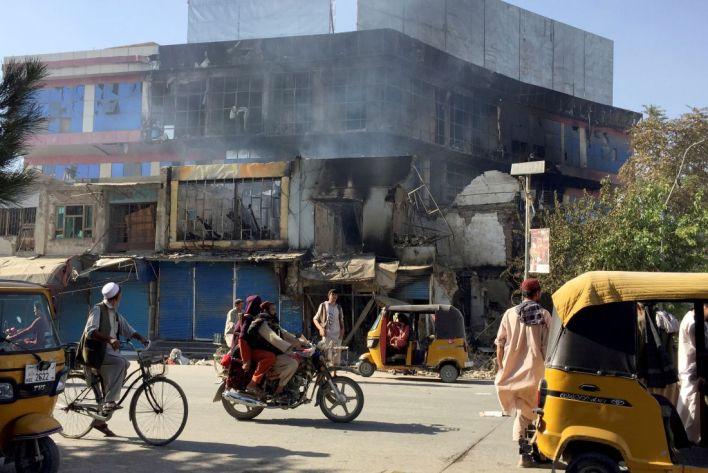 Los combatientes talibanes tomaron el control de gran parte de la capital de la provincia de Kunduz, incluida la oficina del gobernador y el cuartel general de la policía. (AP)