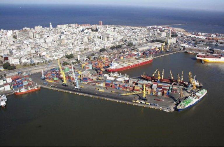 """Desde siempre, los uruguayos aportaron sus capacidades portuarias para que operen los barcos británicos. Hoy giran en apoyo a los chinos, pero continúan las tareas logísticas con el buque de carga """"SCOUT""""."""