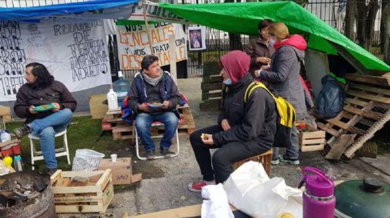 Enfermeros en lucha: se cumple el sexto día de reclamo en el acampe frente a Casa de Gobierno