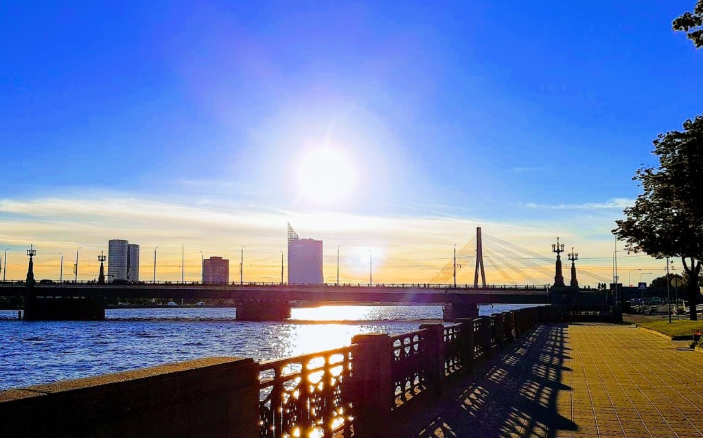 Morning in Riga, Intro: Blogging And Blog Following Consequences