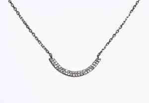 collier en argent et zirconium, l'alliance parfaite pour des bijoux élégants et accessibles2