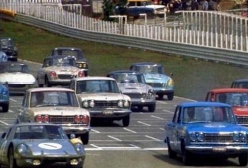 1964_Nissan_Skyline_Sedan_GTB_On_Track