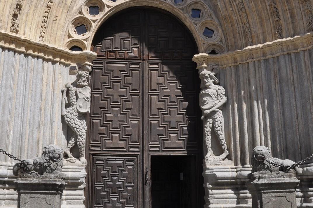 Salvatges amb escames de la portada principal de la Catedral d'Àvila