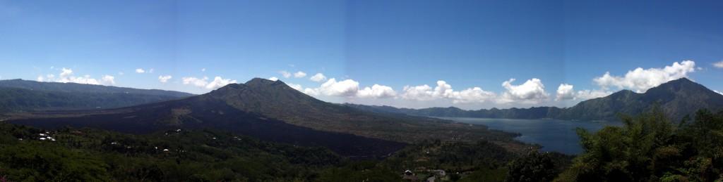 2013-08-24 (panoràmica volcans)