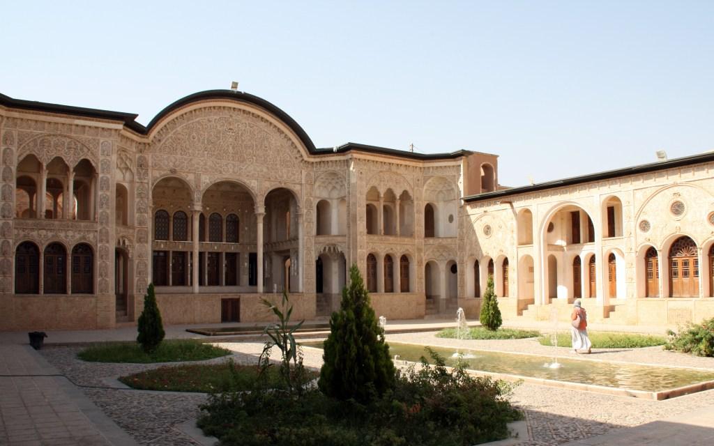 2016-07-21 (pati de la casa Tabatabaei de Kashan)