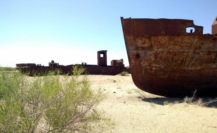 Aral sea ships in Moynaq