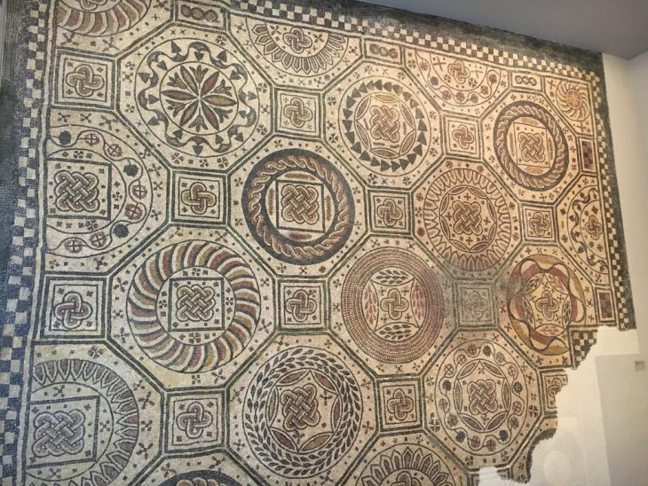 PAMPLONA. EL MUSEO DE NAVARRA - VIATOR IMPERI