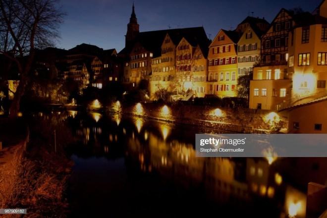 Tübingen am Anbend vom Neckar aus