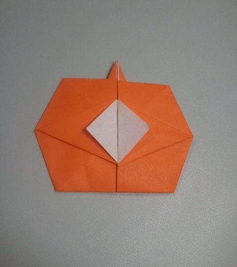 Origami pumpkin (variation designed by Marcela Brina)