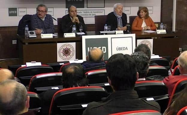 Vicente Ruiz rescata el papel de los arsenales como precedente de la industrialización en España