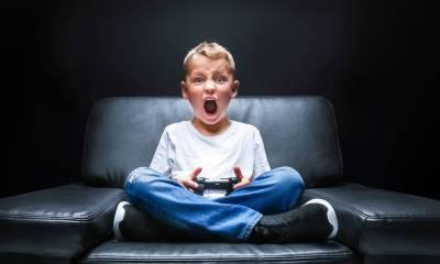 menino estressado jogo