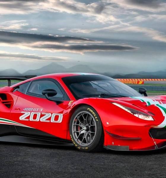 A Ferrari 488 GT3 possui o mesmo V8 biturbo de 550 cv, oferecendo uma otimização no gerenciamento para melhorar a entrega de torque.