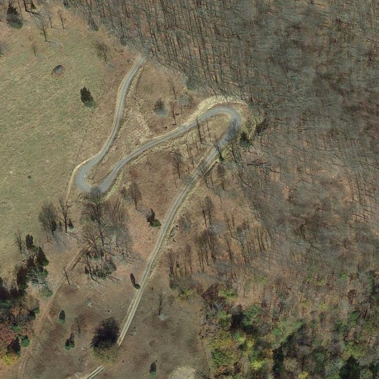 A coordenada marca uma estrada com formato de 6 (VI) em nímero romano.