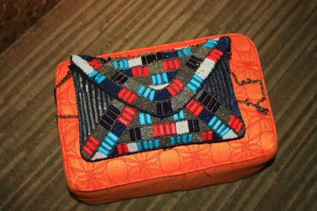 Almofadinha para deixar a bolsa ... adorei a ideia!