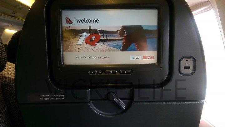 QF121 Qantas Boeing 737-800 USB Port