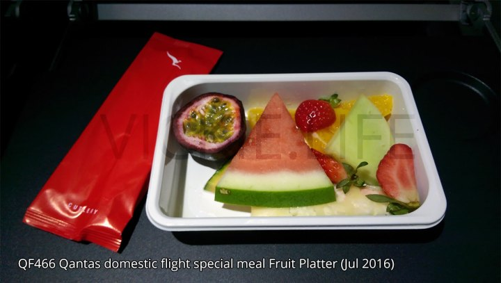 QF466 Qantas domestic flight fruit platter