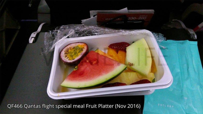 QF466 Qantas domestic flight fruit platter