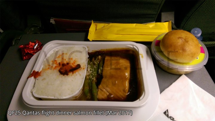 QF25 Qantas flight dinner: salmon fillet