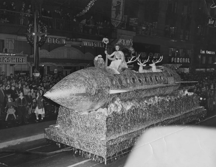 1940 Santa Claus Lane, Hollywood Parade