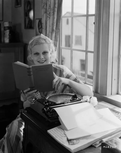 jean harlow reading on the lot