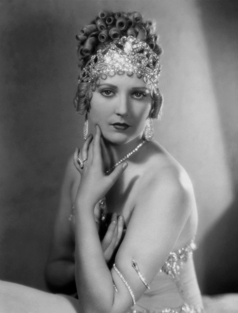 1928: Thelma Todd in Vamping Venus a First National Picture.