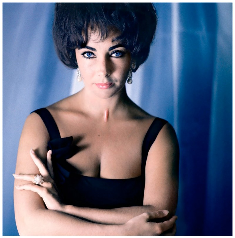 elizabeth-taylor-wearing-pierre-balmain-and-cartier-jewelry-photographed-by-douglas-kirkland-in-1961