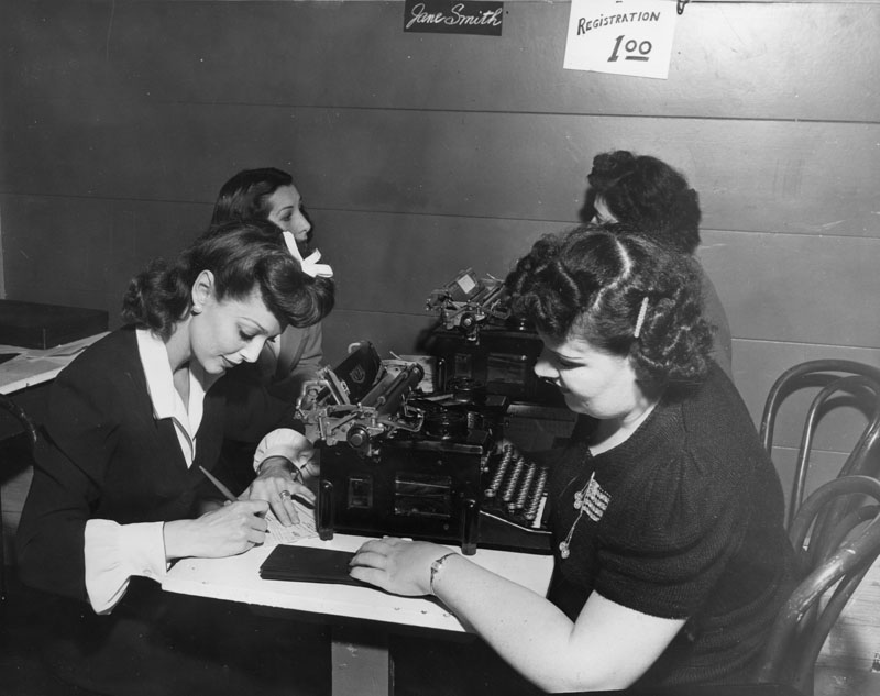 42 loretta young registers as hostess hollywood canteen