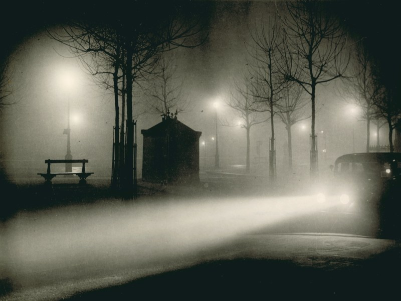 Paris de nuit, photography by Brassaï, published 1933