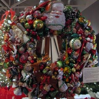 Photo Sunday – A Very Vintage Christmas Wreath