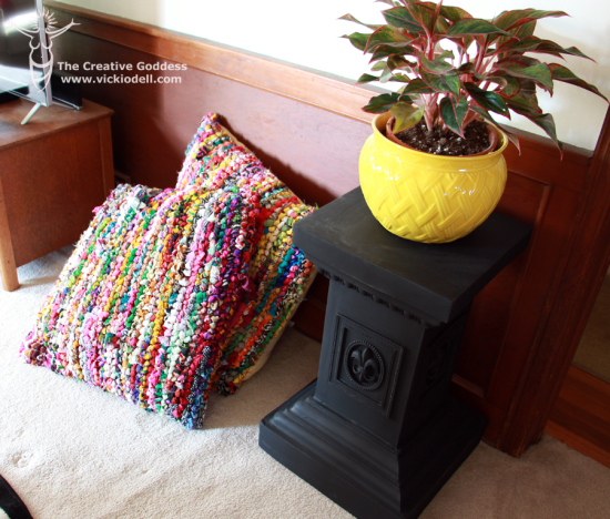indoor plant, pedestal, pillows