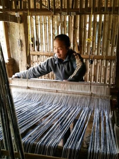 Weaving big rolls of cloth