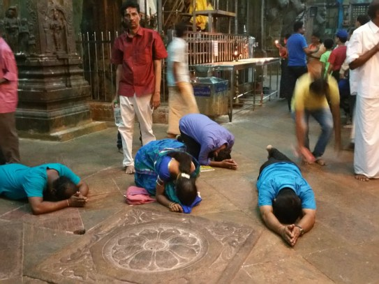 Devotees prstartign themselves on the filthy floor
