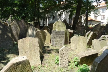 The Jewish graveyard in the Pinkas Synagogue