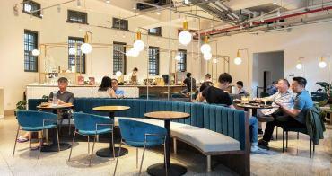 警局裡用餐?溫故知新咖啡館Revival Coffee Roasters,就在古今交織的台南美術館一館,志玲姊姊婚宴就在這舉辦