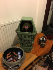 Halloween bowl, the scary coffin and the singing skull